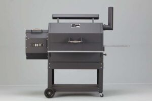 Yoder YS640 Pellet Grill on Patio Cart